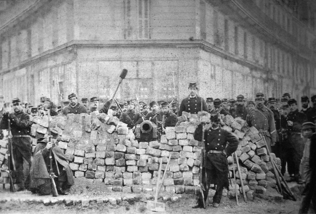 Barricade à Paris durant la Commune (1871) [DP]