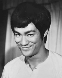 Bruce Lee en 1973 (ph. National General Pictures) [domaine public]